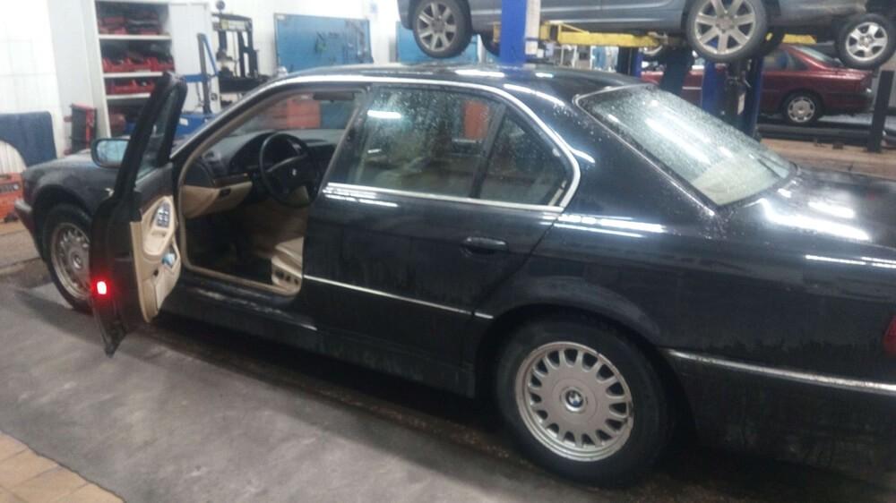 BMW E38 728i 1999